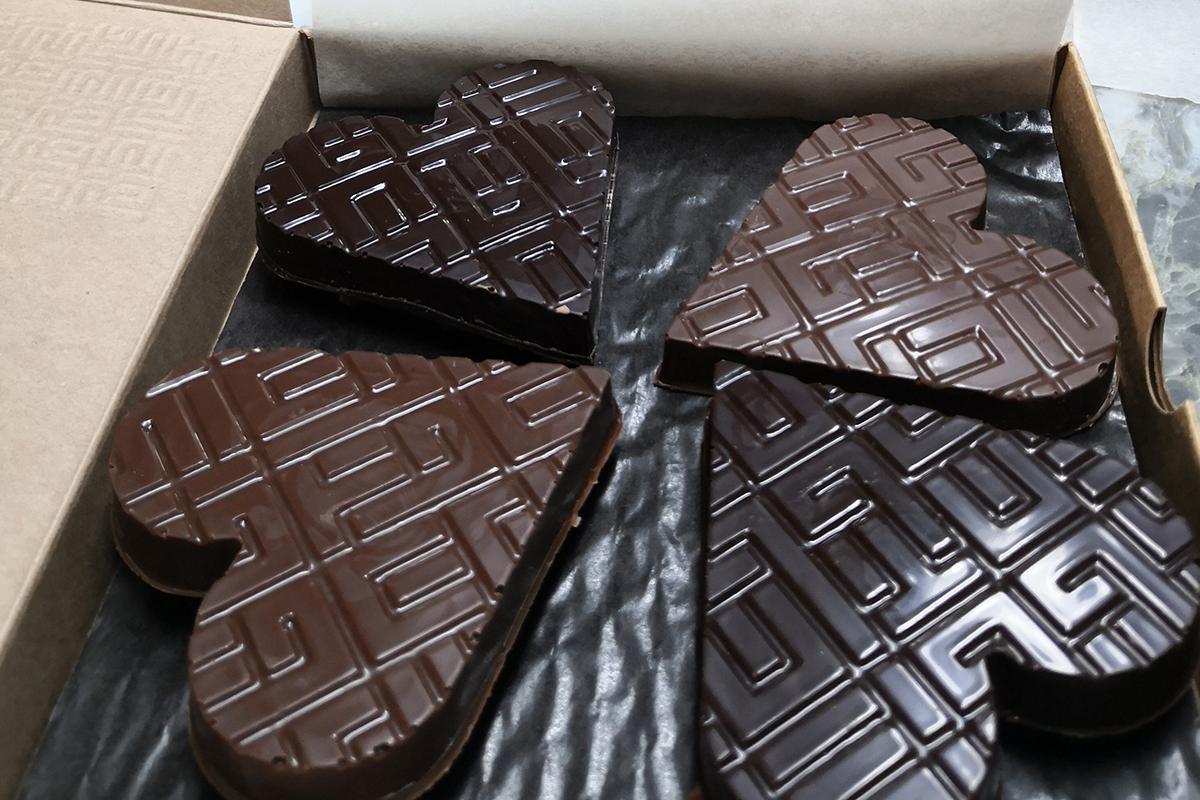 Chocolats en forme de coeurs créés pour la saint-valentin